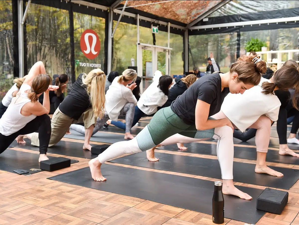 Lululemon Marketing Strategy: How To Thrive In A Saturated Apparel Market