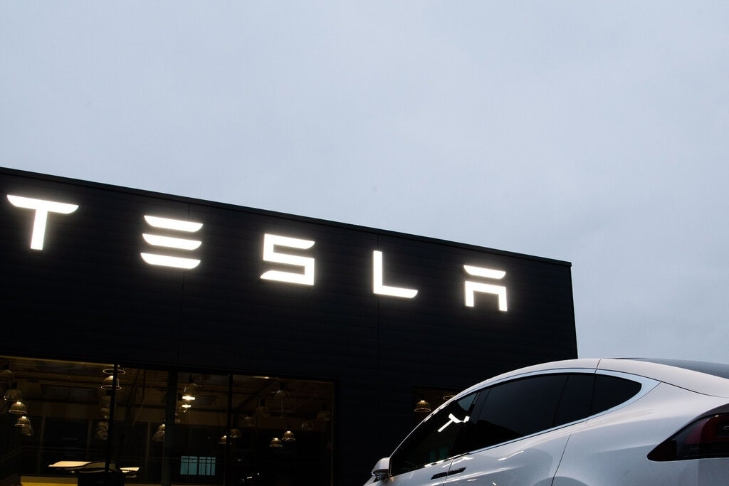 Tesla's Marketing Strategies: How The Company Becomes Successful