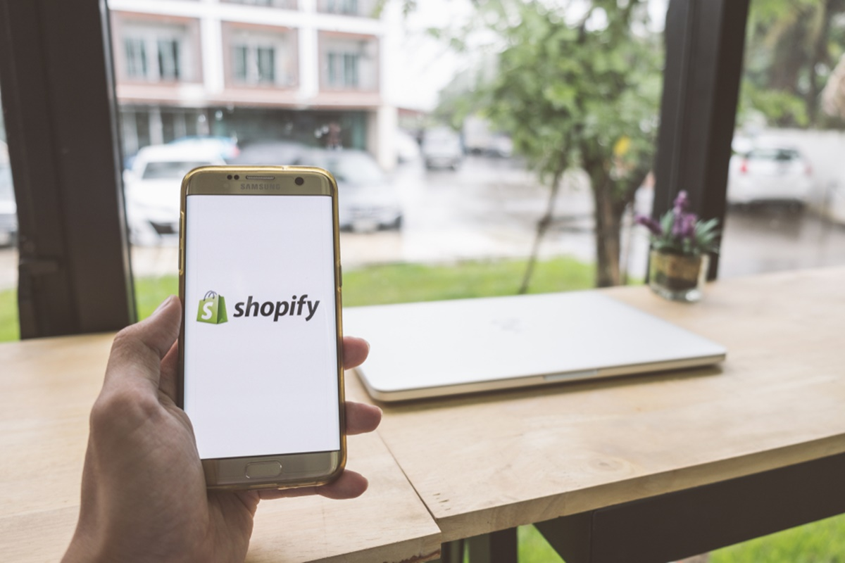 How to Find and Set Up Shopify Store Address?